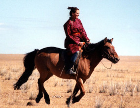 julia roberts horse riding mongolia