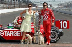 Ashley Judd and Dario Franchitti in puppy love with Buttermilk and Shug!