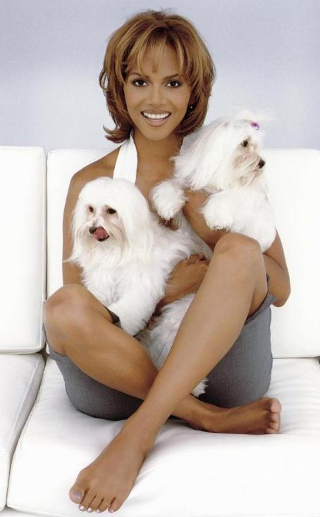 Foto von Halle Berry & ihr Hund Little Willie & Miss Polly
