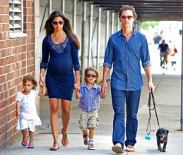 Matthew+McConaughey+holds+hands+son+Levi+pregnant+saRYsfn-nKkl