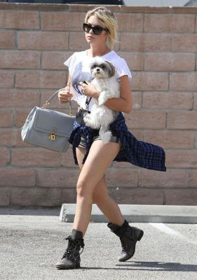 Lovely ladies rushing around Hollywood