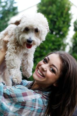 Sarah Hyland's Modern Pup Baxter Bixby!
