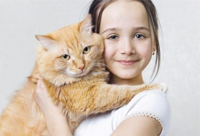 girl_hugging_cat