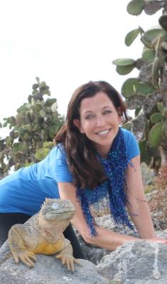 Animal Fair Media's Wendy Diamond gets up close to an endangered Iguana.