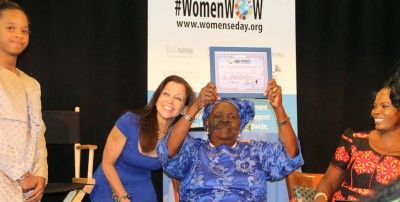 Wendy Diamond awards Mama Sarah Obama at WED's 2014 inaugural launch at the United Nations!